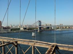 Vue sur le Manhattan Bridge depuis le pont de Brooklyn