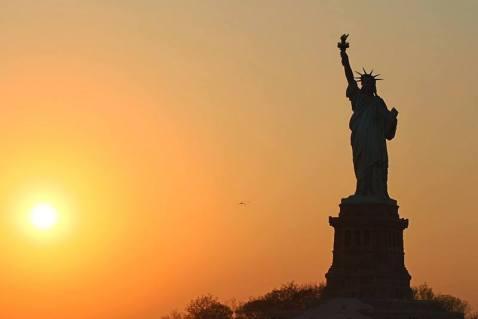 Coucher de soleil sur la statue de la Liberté
