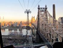 Vue sur Roosevelt Island et le Queensboro Bridge depuis une cabine