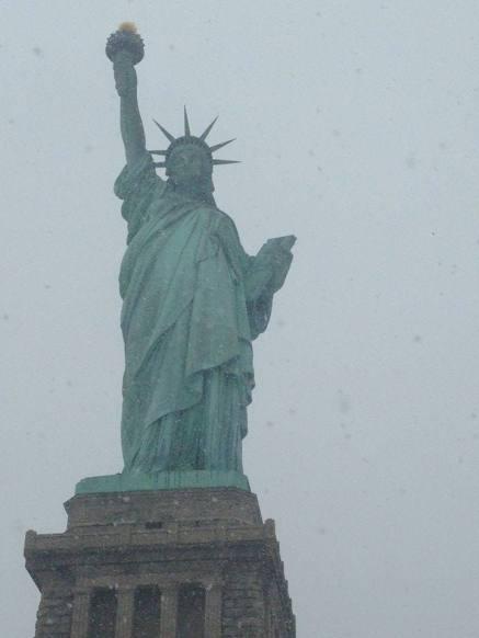 La statue de la Liberté sous la neige