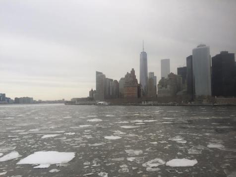 Coup d'oeil sur la skyline depuis le ferry de Staten Island, ou plutôt le brise-glace de Staten Island. (Photo Nathalie)