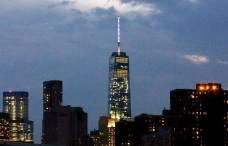 La nuit tombe sur la One World Trade Center