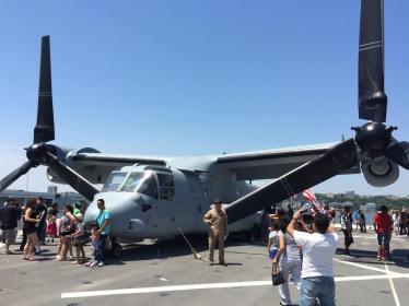 Un des appareils sur le pont de l'USS Intreprid. (Photo Nathalie)