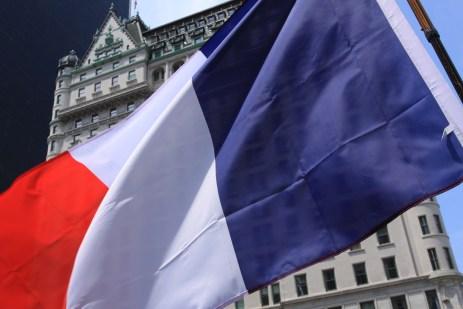 Le drapeau français sur Grand Army Plaza. (Photo Didier Forray)