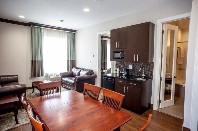 luxury_suite_living-dining