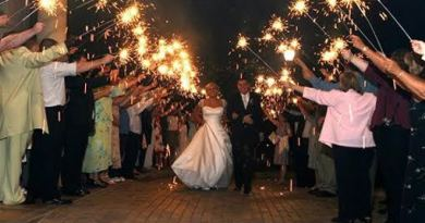 wedding_sparkler_10__09747-1449607956-560-850