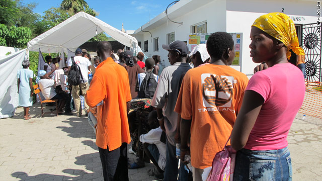 Cholera outbreak kills more than 250 Haitians.