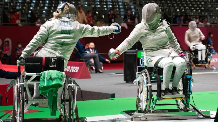 Mônica Santos (D) was eliminated in the qualifying phase of wheelchair fencing