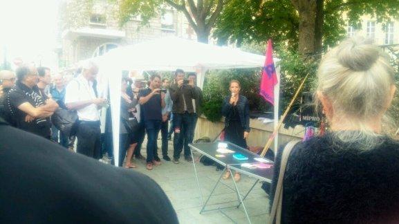 Laura Pfeiffer prise de parole rassemblement devant cour de cassation affaire TEFAL 2018-09-05