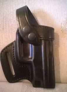 http://articulo.mercadolibre.com.ar/MLA-628808883-pistolera-de-cuero-negra-glock-taurusexcelente-calidad-_JM