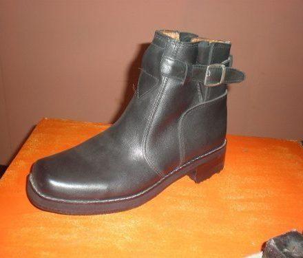 http://articulo.mercadolibre.com.ar/MLA-611004803-bota-texana-de-cuero-de-hombre-color-negro-_JM