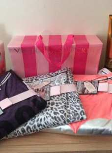 http://articulo.mercadolibre.com.ar/MLA-620323672-camisones-y-pijamas-victorias-secret-original-invierno-_JM