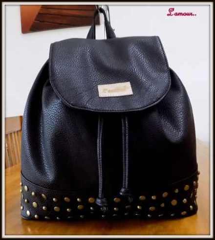 http://articulo.mercadolibre.com.ar/MLA-619226586-mochilas-cuero-pu-tachas-carteras-bolsos-fabrica-_JM
