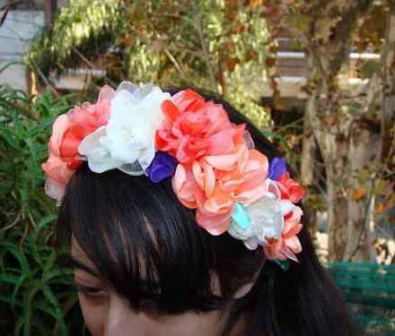 http://articulo.mercadolibre.com.ar/MLA-610626926-tocados-para-novia-15-anos-fiestas-coronas-de-flores-vinchas-_JM