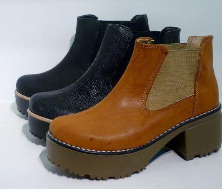 http://articulo.mercadolibre.com.ar/MLA-610198707-botas-borcegos-mujer-zapatos-plataforma-tractor-inv-2014-_JM