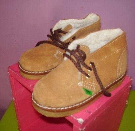 http://articulo.mercadolibre.com.ar/MLA-619742136-botas-de-gamuza-ccorderito-tkickers-mujer-_JM