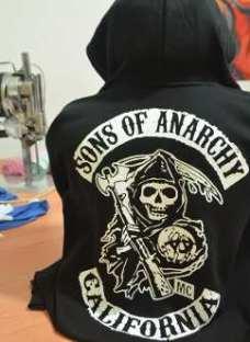 http://articulo.mercadolibre.com.ar/MLA-618145034-campera-canguro-de-algodon-sons-of-anarchy-_JM