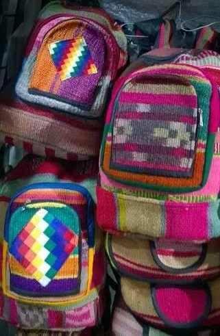 http://articulo.mercadolibre.com.ar/MLA-629666437-mochila-de-puyo-y-aguayo-manta-antigua-artesanal-_JM