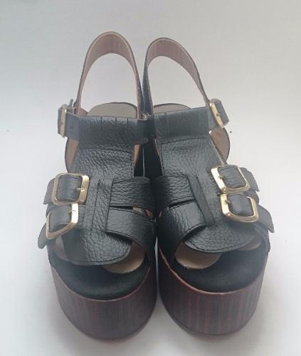 http://articulo.mercadolibre.com.ar/MLA-632365676-sandalias-plataforma-cuero-base-liviana-_JM