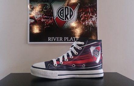 http://articulo.mercadolibre.com.ar/MLA-603791956-zapatillas-de-river-plate-tipo-allstar-_JM