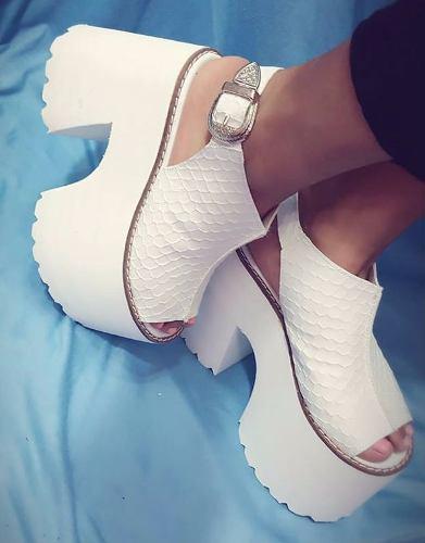http://articulo.mercadolibre.com.ar/MLA-633320335-zapatos-sandalias-plataforma-goma-verano-2017-mariposa-_JM
