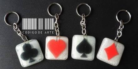 http://articulo.mercadolibre.com.ar/MLA-608358213-lote-de-4-llaveros-poker-en-vitrofusion-_JM