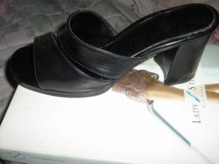 http://articulo.mercadolibre.com.ar/MLA-615349127-sandalias-negras-de-puro-cuero-muy-buenas-numero38-_JM