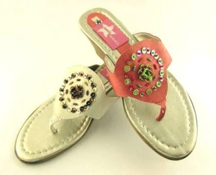http://articulo.mercadolibre.com.ar/MLA-608540521-zuecos-taco-chino-sandalias-ojotas-bordadas-oferta-fiestas-_JM