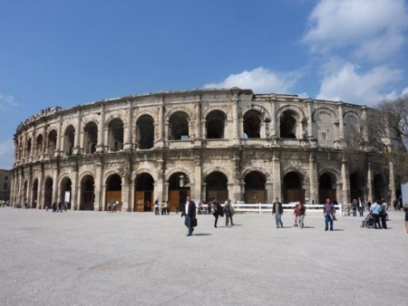 Bus rental in Nimes