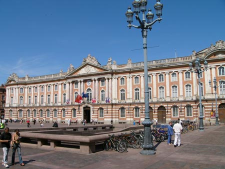 Bus rental in Toulouse