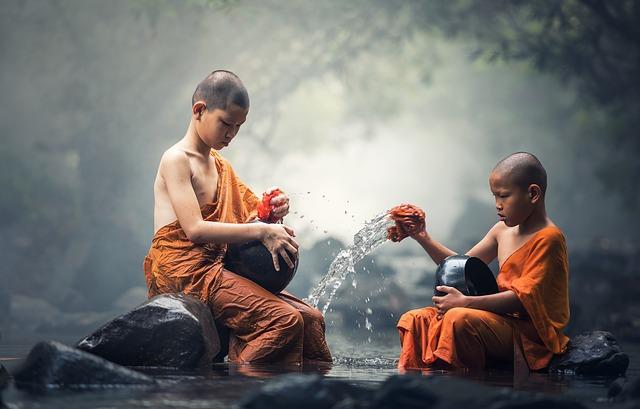 Afbeelding jonge boeddhisten in artikel over omgaan met emoties door Osho. coaching Den Haag coachingmetsanne.com