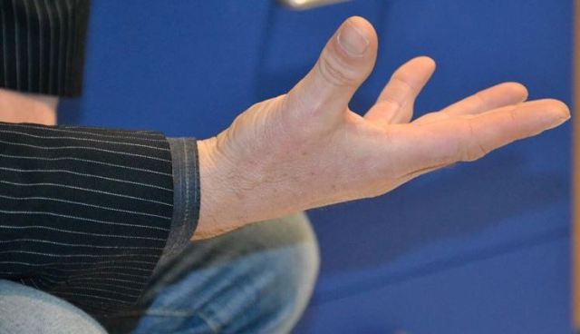 mano aperta 1