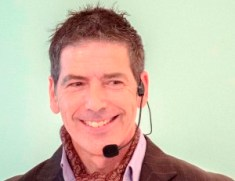 Un bellissimo primo piano del volto illuminato dal sorriso del coach motivazionale Giancarlo Fornei - UAAMI Catania - 3 e 4 dicembre 2017