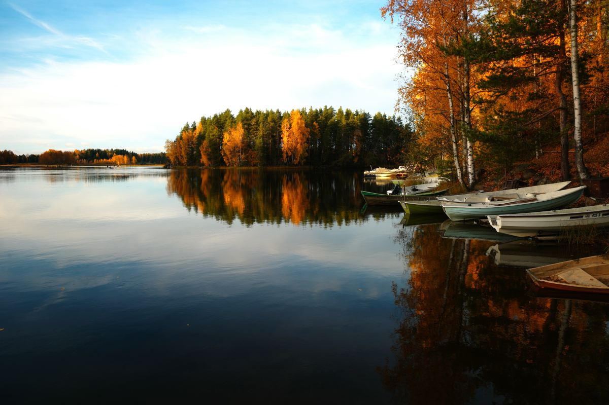 6 Great Fall Boating Destinations