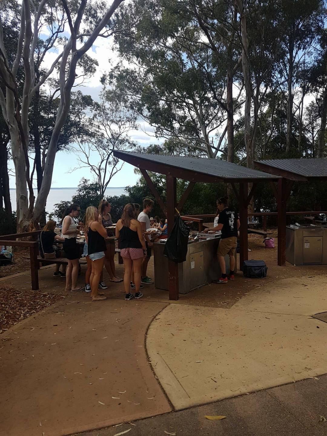 23157903Jervis Bay Backpacker Day Tour_10156066351195676_1084881465_o