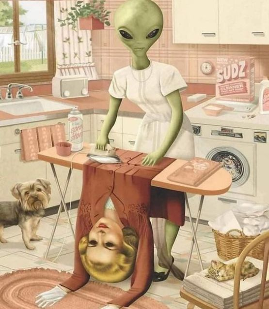 alien-disguised-as-a-1950s-housewife