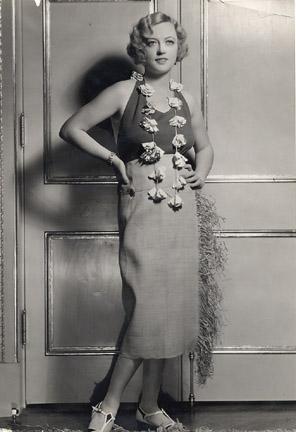 """L'image """"https://i2.wp.com/www.cobbles.com/simpp_archive/images/marion-davies-1931_nowitzky-fashion-photo.JPG"""" ne peut être affichée car elle contient des erreurs."""