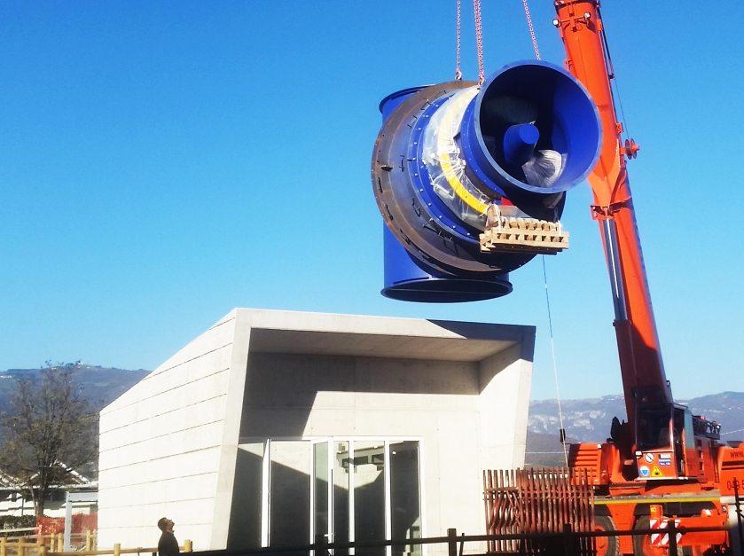 Posa turbina impianto idroelettrico