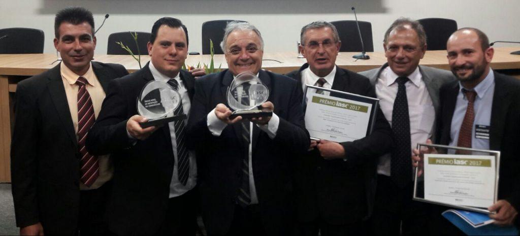 Foto da diretoria da Cocel recebendo o Prêmio IASC 2017 na sede da ANEEL em Brasília