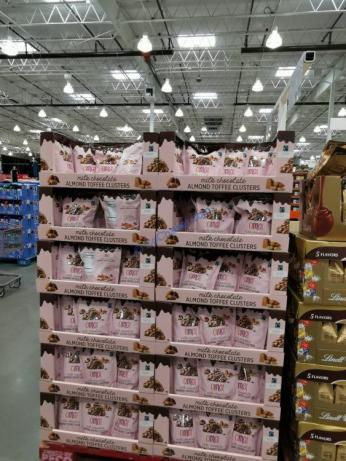 Costco-1541183-OMG-Almond-Toffee-Clusters-all