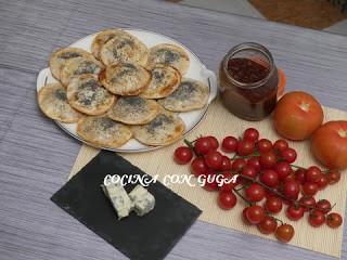 Cómo hacer empanadillas dulces con mermelada de tomate y queso