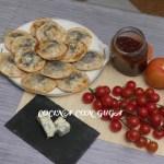 Empanadillas de mermelada de tomate y queso gorgonzola