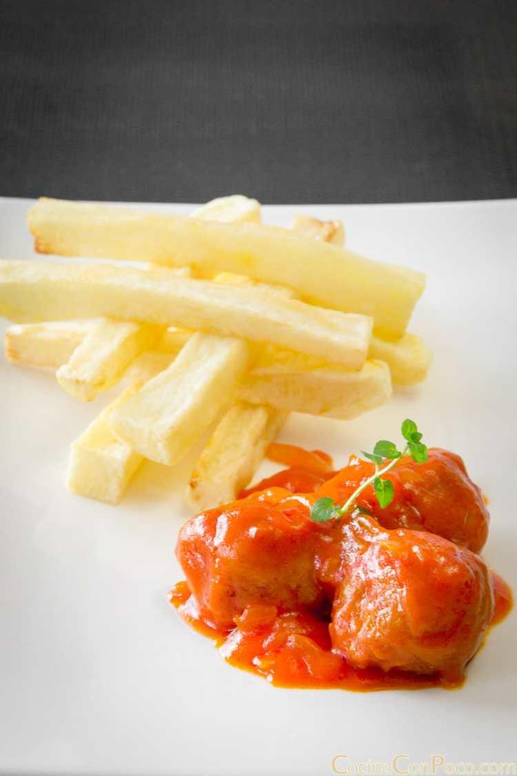 albondigas en salsa de tomate y cebolla