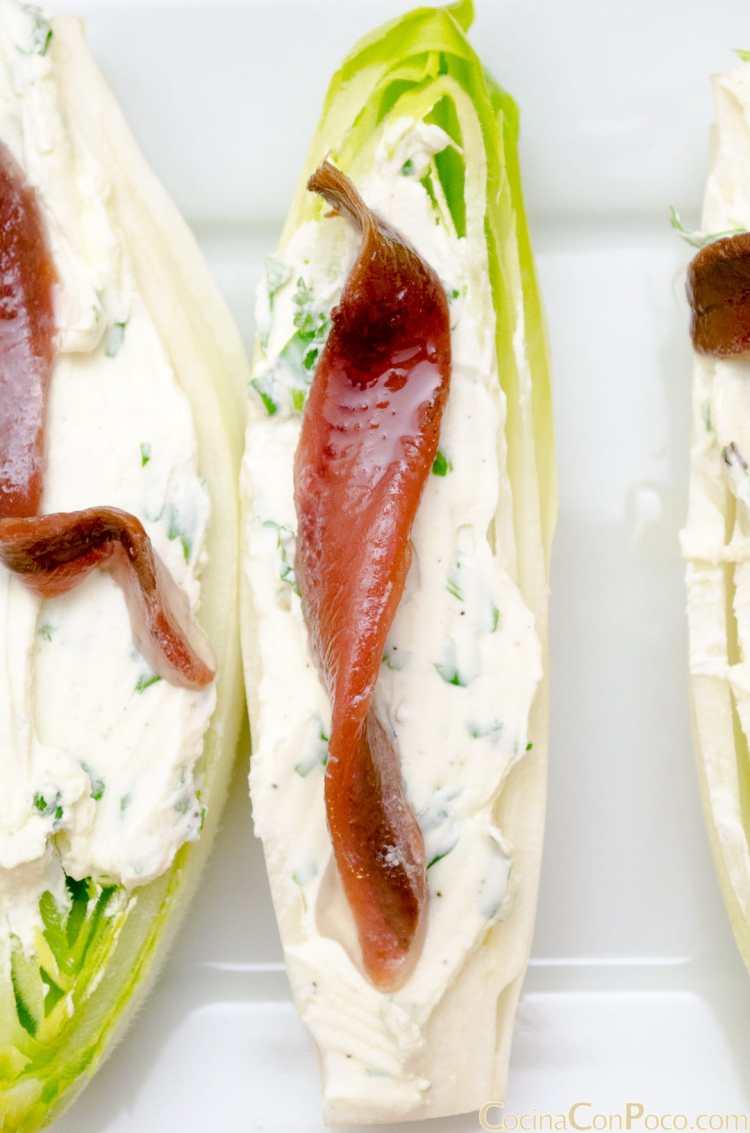 endivias con anchoas y queso crema