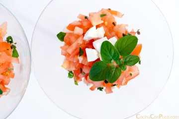 ensalada de tomate y queso fresco