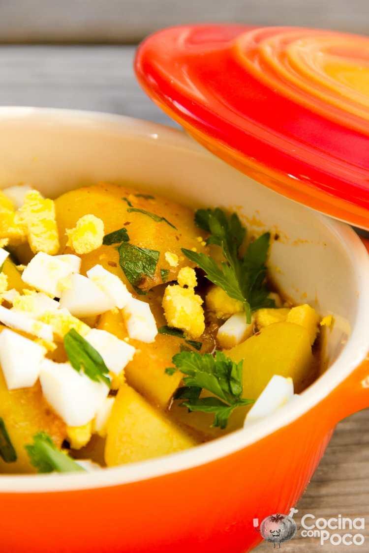 patatas a lo pobre con huevo guisadas