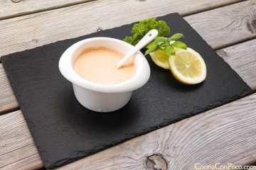 salsa rosa casera para ensaladas pastas ingredientes