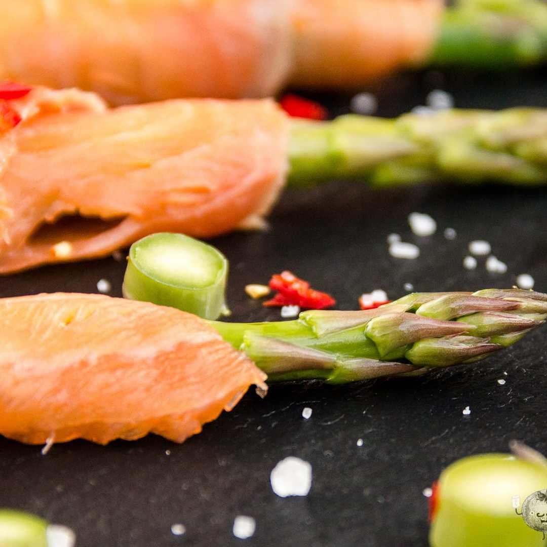esparragos con salmon ahumado