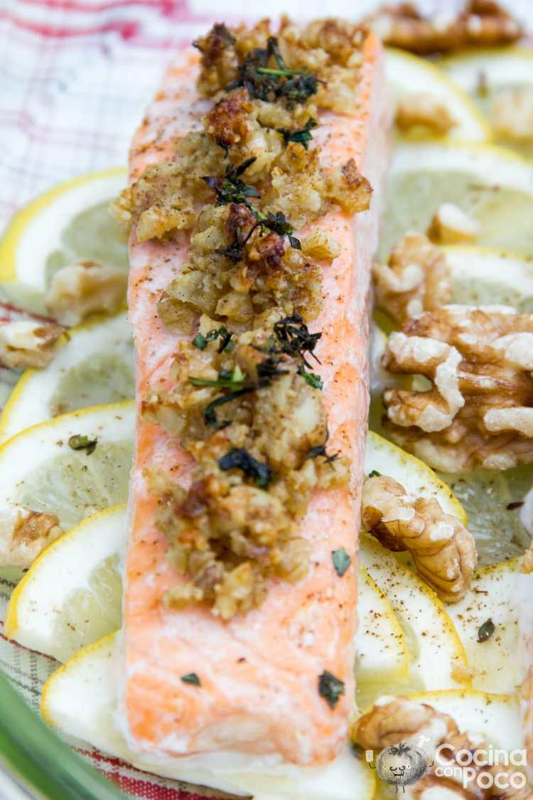 Salmón al limón con costra de nueces