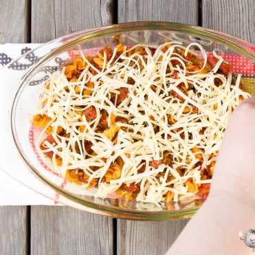Macarrones con chorizo al horno gratinados